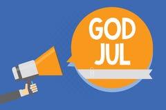 显示上帝7月的文本标志 概念性照片圣诞快乐问候人民新年节日快乐供以人员拿着扩音机大声 免版税库存图片