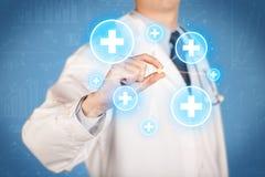 显示与十字架的医生一个药片 免版税图库摄影