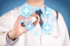 显示与十字架的医生一个药片 免版税库存照片