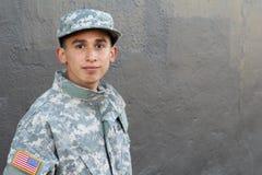 显示与拷贝空间的年轻军队人荒芜 免版税库存图片