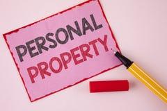 显示个人财产的文本标志 在桃红色棍子写的概念性照片财产财产财产私人个体所有者 免版税库存图片