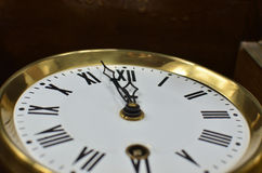 显示中午或午夜的时钟 免版税库存图片