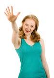 显示五个手指的愉快的微笑的妇女画象  免版税图库摄影