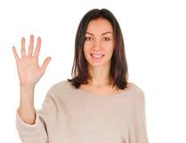 显示五个手指的愉快的微笑的妇女画象  免版税库存图片