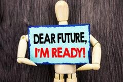 显示亲爱的Future的文字文本,我准备好 意味激动人心的诱导计划成就信心的概念写在S 免版税库存照片
