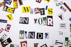 显示什么的概念词文字文本在您的头脑问题由企业案件的另外杂志报纸信件制成 库存图片
