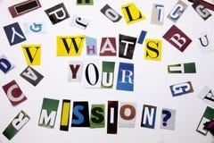 显示什么` S您的使命的概念词文字文本做了企业案件的另外杂志报纸信件在w 免版税库存图片