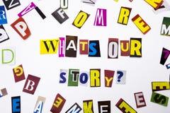 显示什么` s我们的故事问题的概念词文字文本做了企业案件的另外杂志报纸信件在 免版税库存图片