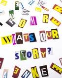 显示什么` s我们的故事问题的概念词文字文本做了企业案件的另外杂志报纸信件在 库存照片