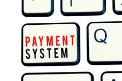 显示付款系统的文字笔记 在支付商品和服务的企业照片陈列的报偿计划使用的方法 免版税库存照片