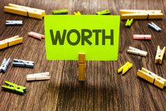 显示价值的文字笔记 个人和财政意义重要性剪贴美术公猪的企业照片陈列的测量 图库摄影