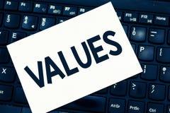 显示价值的文本标志 某事举行的概念性照片尊敬需要某事的重要性价值 库存照片