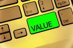 显示价值的文本标志 概念性照片或某人被认为高度重大可贵的键盘键膝上型计算机creativ某事 库存照片