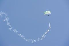 显示伞兵节目  免版税库存图片
