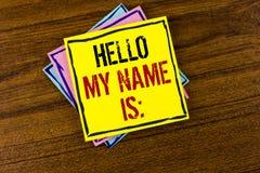 显示你好我的名字的文字笔记是 企业照片陈列的会议某人书面的新的介绍采访介绍 免版税图库摄影