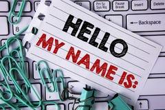 显示你好我的名字的文字笔记是 企业照片陈列的会议某人书面的新的介绍采访介绍 免版税库存照片