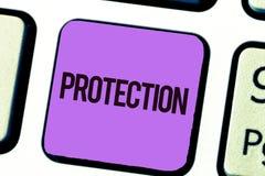 显示保护的概念性手文字 企业照片陈列的状态被保护被保留免受害处损失 库存照片