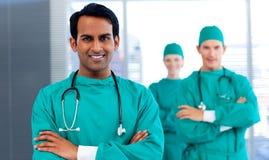 显示分集的一个组外科医生 免版税库存照片