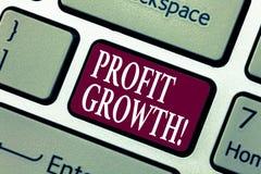显示利润增长的概念性手文字 陈列财政成功增加的收支演变的企业照片 免版税库存照片