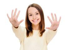 显示十个手指的微笑的妇女画象 免版税库存图片