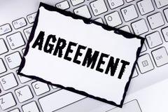 显示协议的概念性手文字 企业照片陈列的事务或个人关闭使容易对更好的教导 库存图片