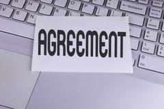 显示协议的概念性手文字 企业照片陈列的事务或个人关闭使容易对更好的教导 免版税库存照片