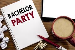 显示单身聚会的概念性手文字文本说明启发 雄鹿乐趣的在notepa写Celebrate企业概念 图库摄影