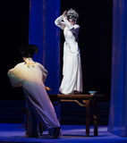 """显示原始的形状这第三次行动男性黄色酒Kunqu Opera""""Madame白色Snake† 库存图片"""