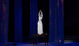 """显示原始的形状这第三次行动男性黄色酒Kunqu Opera""""Madame白色Snake† 库存照片"""