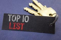 显示名列前茅10十的手写的文本列出企业在便条纸写的成功十名单的概念文字附有钥匙, 库存图片