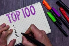 显示名列前茅100的文本标志 最佳的产品服务普遍的畅销书优质高速率人概念性照片名单 免版税库存照片