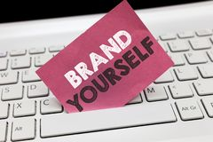 显示品牌的概念性手文字 企业照片陈列开发一个独特的专业身分个人产品 免版税库存照片