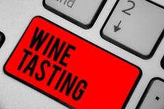 显示品酒的概念性手文字 企业照片文本Degustation酒精社会会集的食家酿酒厂饮用的钥匙 免版税库存图片