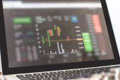 显示器显示贸易的交通,minning的Bitcoin 库存照片