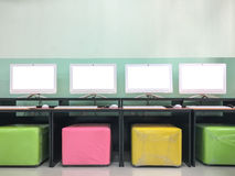 显示器黑屏在学校计算机实验室 免版税图库摄影