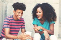显示图片的非裔美国人的年轻成人行家人在pho 免版税图库摄影