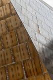 显示在每pa的棕色不锈钢门面细节rivits 库存照片