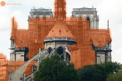 显示在火被毁坏Notre Dame大教堂的被遮蔽的区域图象 免版税图库摄影