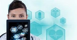 显示在片剂个人计算机的医生的数字式综合图象医疗标志 库存照片