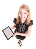 显示在片剂触感衰减器的女实业家拷贝空间 免版税库存照片