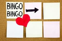 显示在的概念性手文字文本说明启发赢取价格成功和爱writte的赌博上写字宾果游戏概念 免版税库存图片