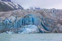 显示在Margerie冰川的新冰幻灯片镇压和空隙 免版税库存图片
