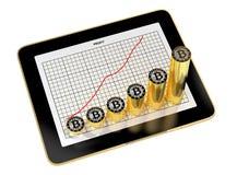 显示增长的赢利图,与对此的金黄Bitcoins的片剂 库存例证