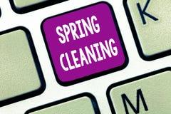 显示大扫除的文本标志 十分地清洗的房子概念性照片实践春天 免版税库存图片