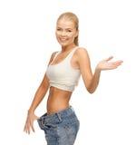显示大裤子的运动的妇女 图库摄影