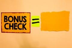 显示奖金支票的文字笔记 陈列某事的企业照片除什么之外期望或确实地交付橙色纸 库存图片