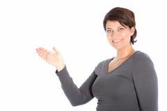 显示她的掌上型计算机的女性 免版税库存图片