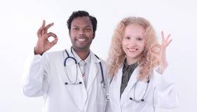 显示好姿态的医疗中心的两位医生 库存图片