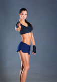 显示好标志的一名愉快的健身妇女的画象 库存图片