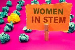 显示妇女的文本标志在词根 概念性照片科学技术工程学数学科学家研究 免版税图库摄影